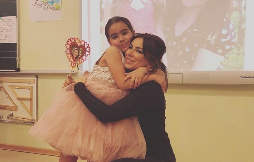 Ани Лорак раскритиковали за фото с дочерью / фото Instagram