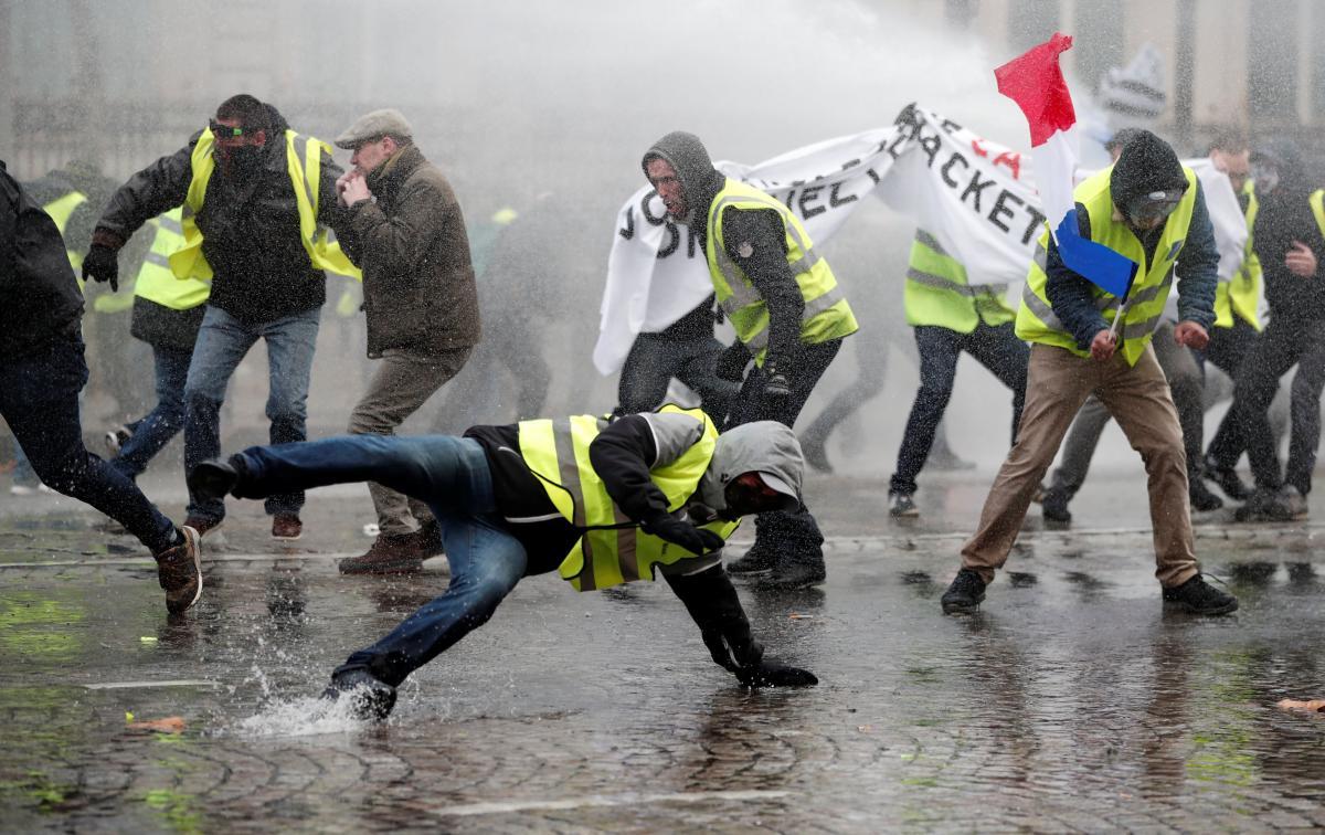 """Протесты """"желтых жилетов"""" во Франции / REUTERS"""
