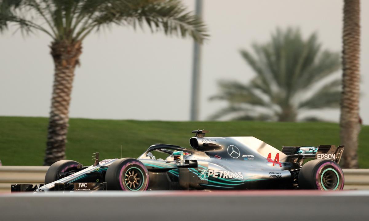 Льюис Хэмилтон выиграл квалификацию последней гонки сезона Формулы-1 / Reuters