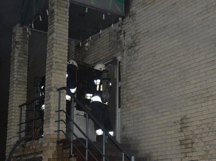 Пожар случился в кафе, расположенном на втором этаже двухэтажного дома / фото ГСЧС Украины в Днепропетровской области