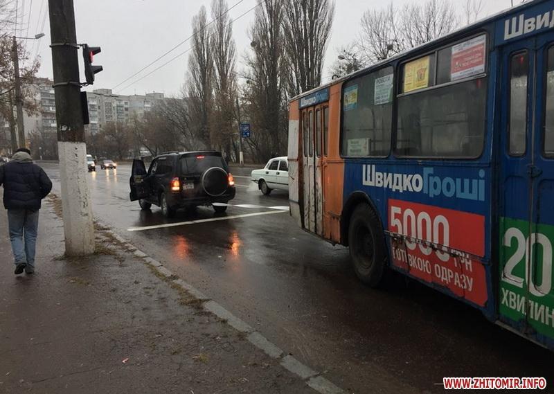 В Житомире на маршруты не вышли коммунальные автобусы / фото zhitomir.info