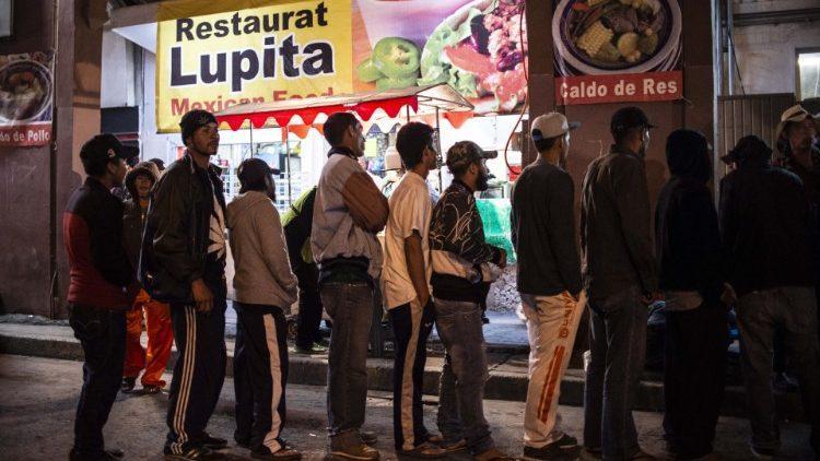 Мигранты из Центральной Америки на границе с Мексикой/ vaticannews.va