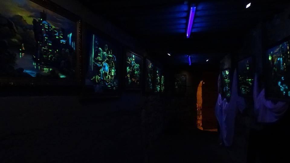 В экспозиции «Симфония света» на данный момент представлено 35 картин местных художников \ фото facebook/Лана Ветрова