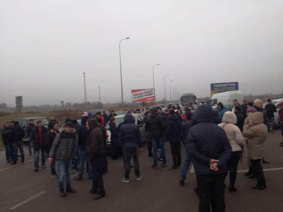«Евробляхеры» перекрыли границу с Польшей / фото facebook/igor.zinkevych