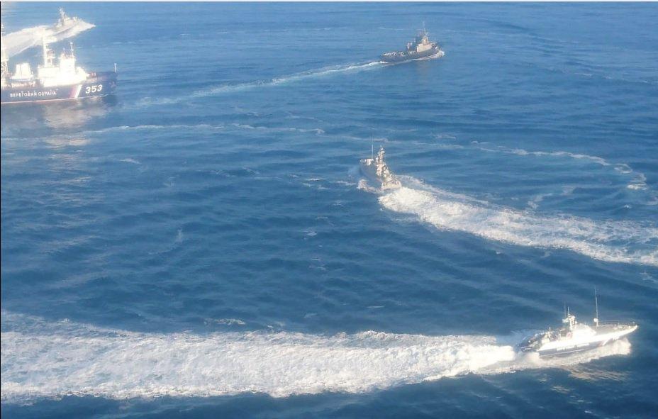 российский пограничный корабль протаранил буксир Военно-морских сил Вооруженных сил Украины / фото  @Ukr_Che