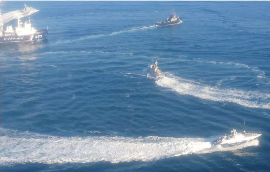 Росія вже захопила три кораблі ВМС України / фото @Ukr_Che
