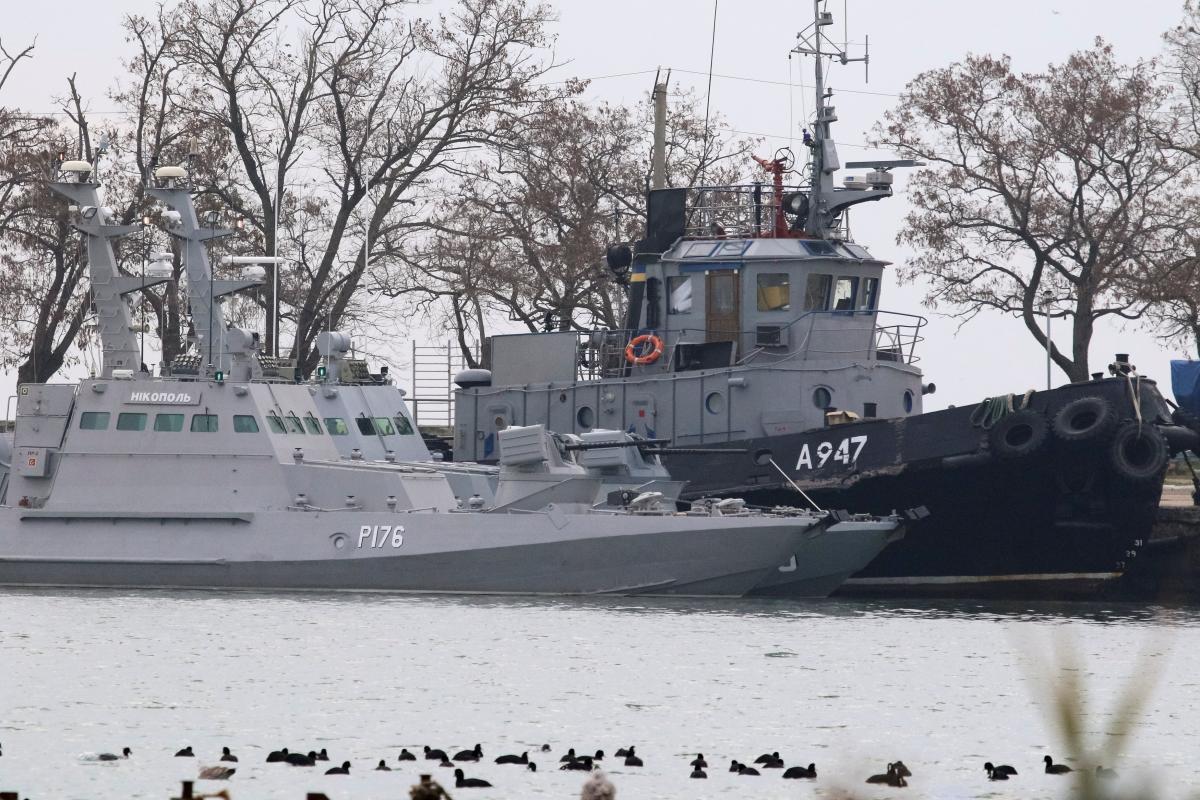 Захваченные украинские корабли в оккупированной Керчи / REUTERS