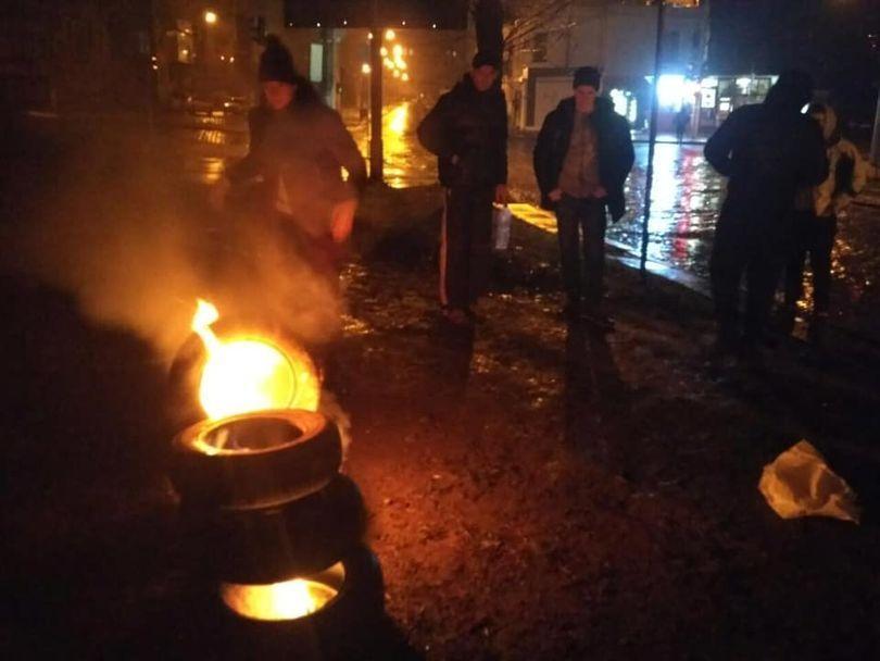 Во Львове местные вышли под стены консульства России из-за захвата украинских катеров / фото Национальный Корпус Львовская область