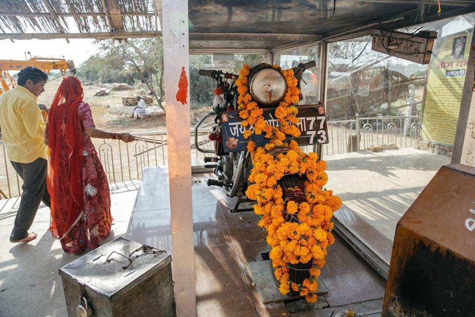 В Індії з'явилося божество-мотоцикл / bbc.com / MIHHAIL TRIBOI