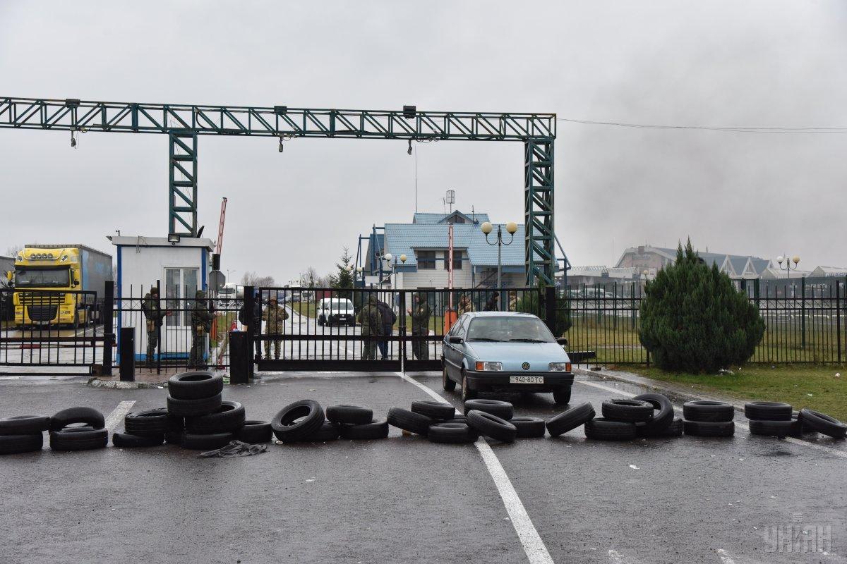 Движение к двум пунктам пропуска на Закарпатье остается осложненным / фото УНИАН