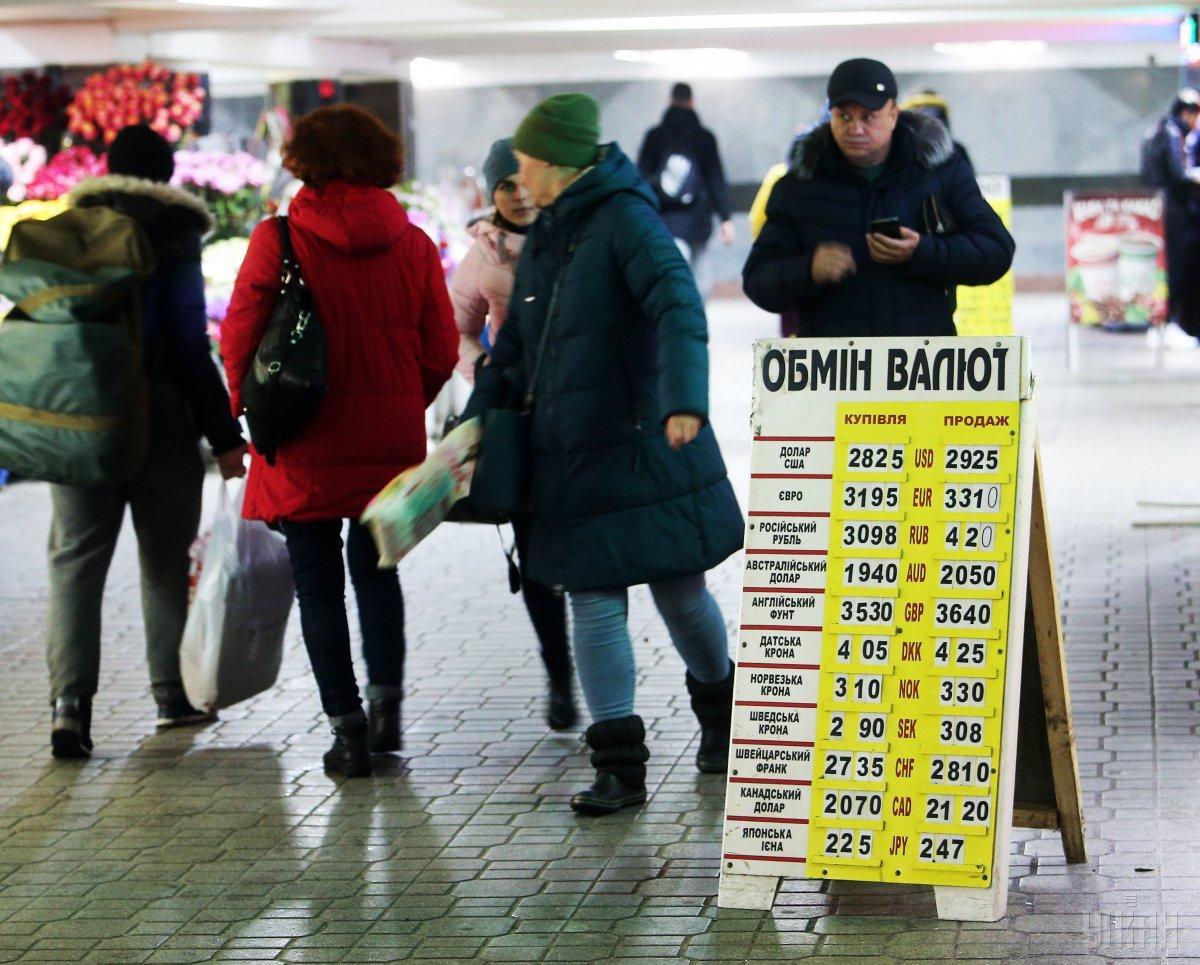 Украинские фермеры массово покупают наличную валюту / фото УНИАН