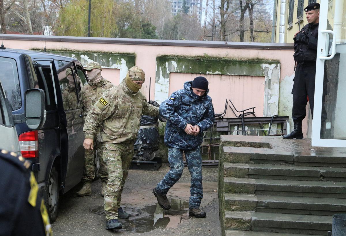 Конвоирование украинских пленных моряков / REUTERS