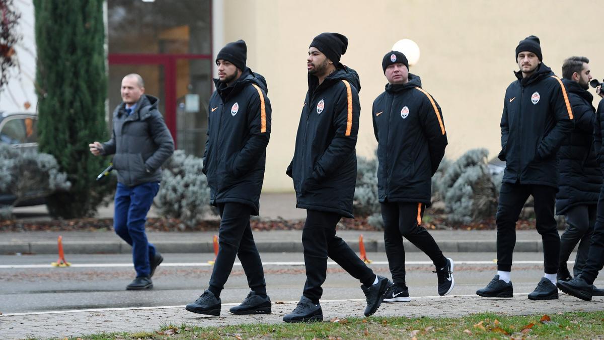"""Футболистов """"Шахтера"""" в Германию приехали поддержать болельщики из оккупированного Донецка / фото shakhtar.com"""