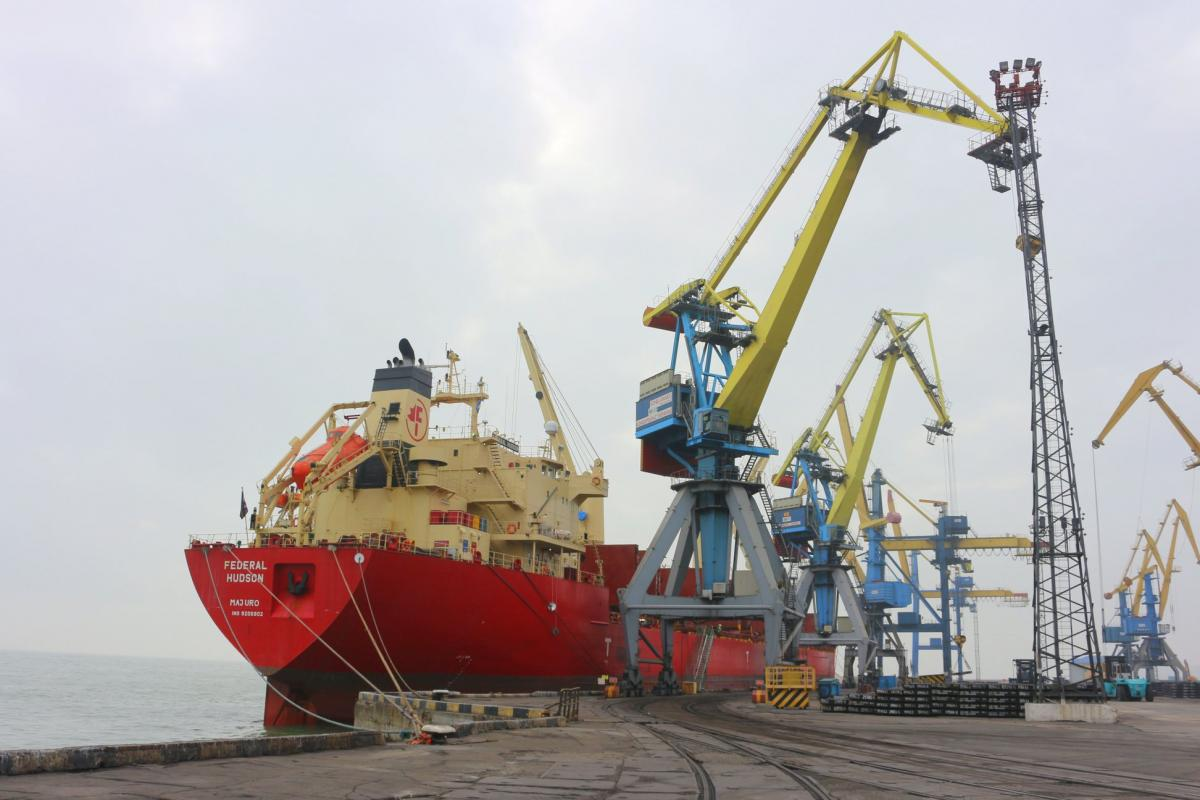The movement through the Kerch Strait is carried out only in the direction of the Russian ports Azov / UNIAN