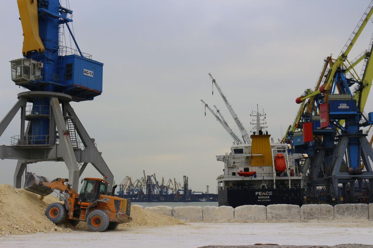 Обсяг перевалки вантажів уморських портах перевищив 150 млн тонн / фото facebook/marport.offpage