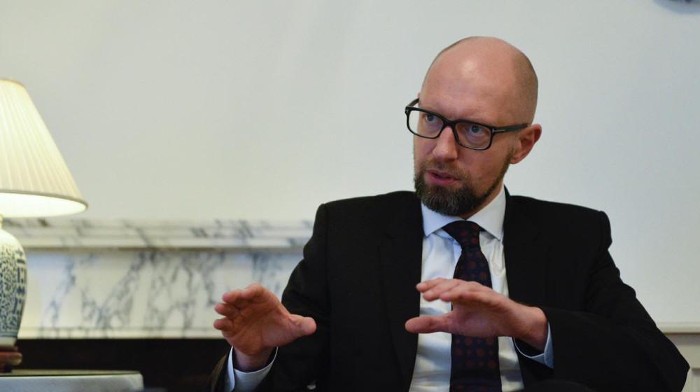 Яценюк считает правильным, что не воевал публично с Порошенко / фото nfront.org.ua