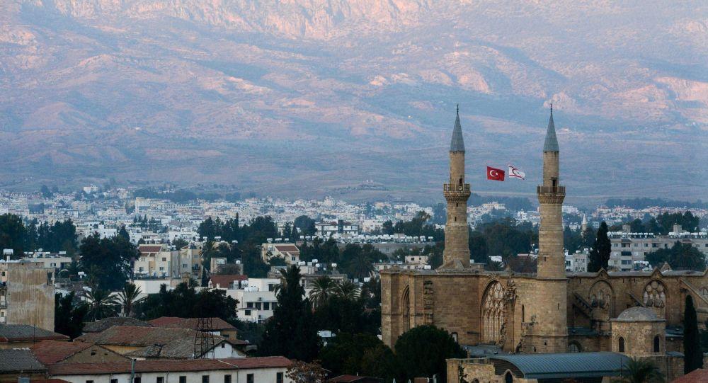 Турки уничтожают армянский храм на Кипре / ru.armeniasputnik.am