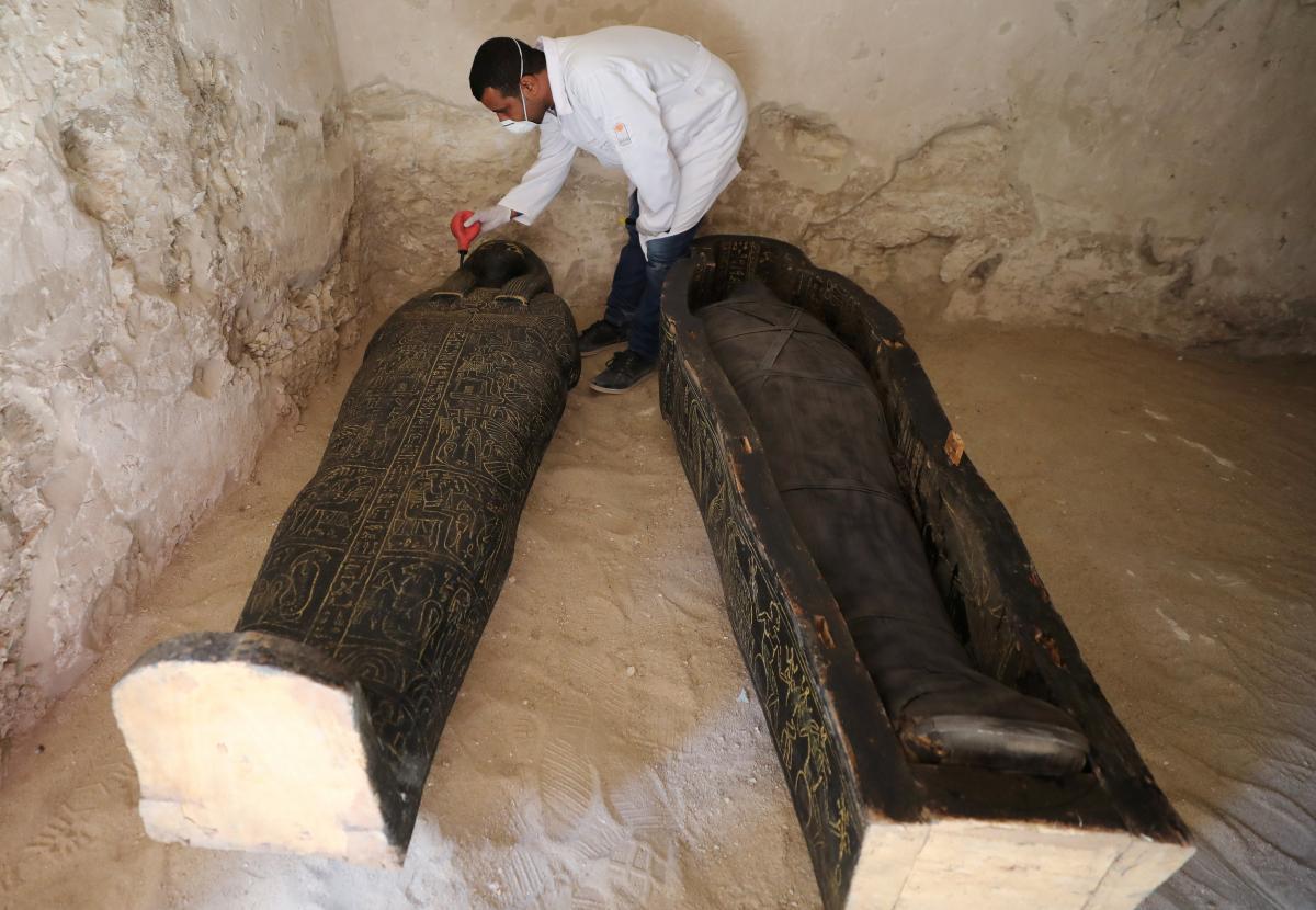 Саркофаги относят ко времени правления 17-18 династии Египта / REUTERS