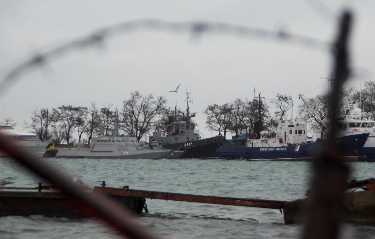 Захват украинских кораблей в Керченском проливе / REUTERS