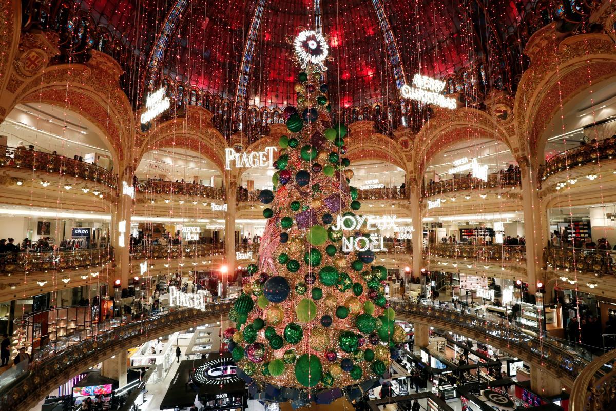 Европейские торговые центры уже готовы к Рождеству / Фото REUTERS