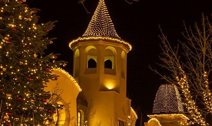 К Рождеству в Wertheim Village все преображается / Фото wertheimvillage.com