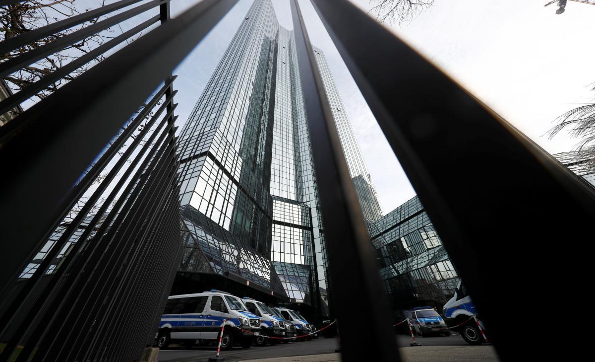 Офисы крупнейшего банка Германии обыскивают из-за «отмывания» денег