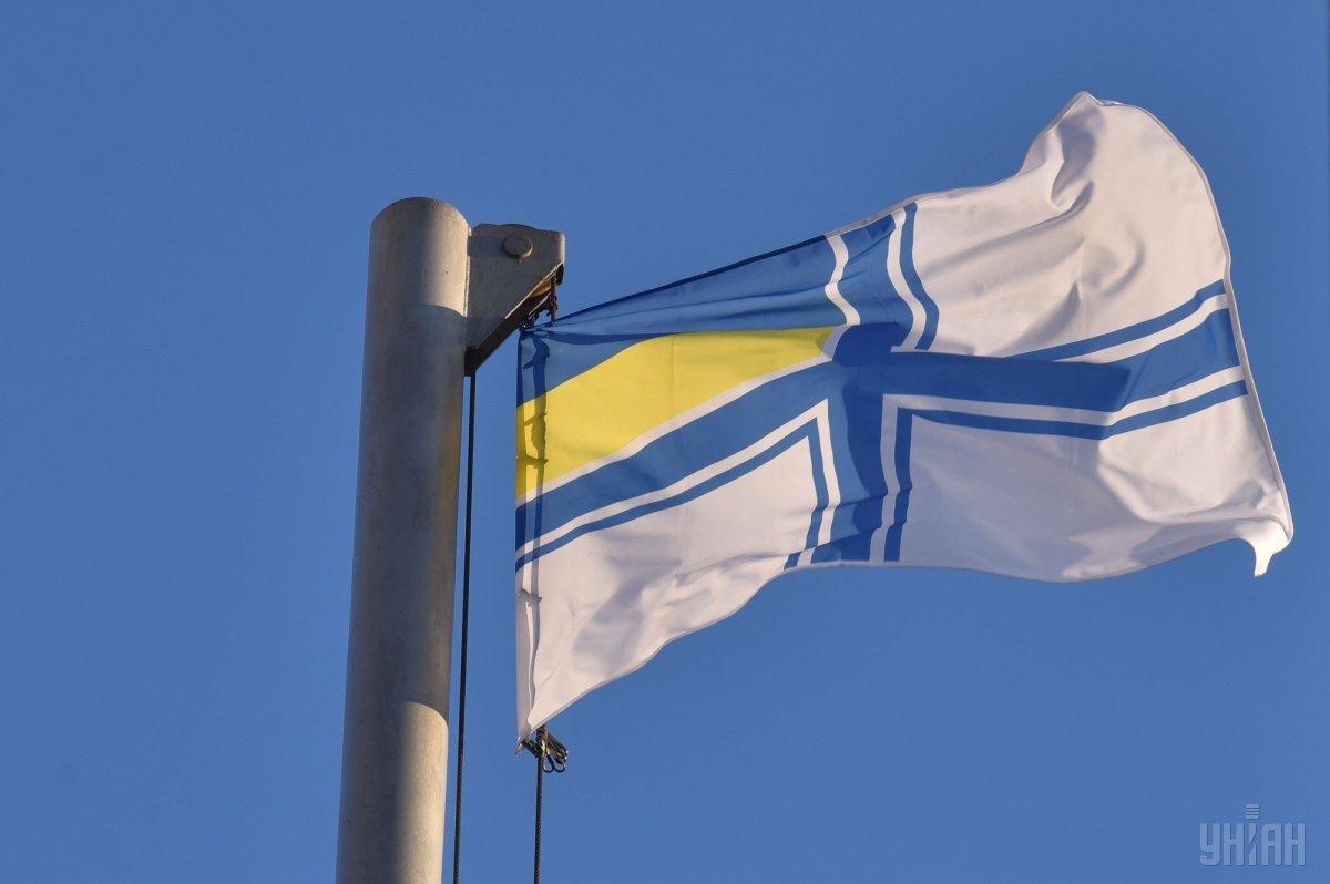 На поднятие флага пришлапосмотреть тысячагорожан/ фото УНИАН