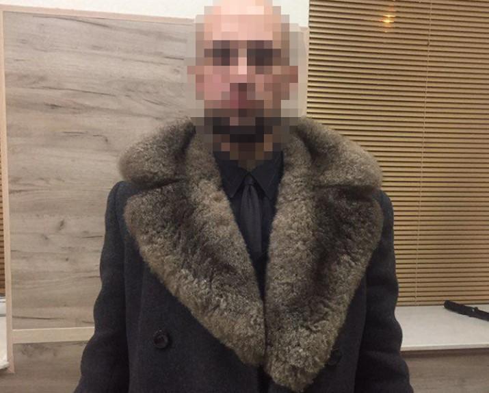 Увидев полицейских, мужчина попытался скрыться / фото пресс-служба полиции Киева