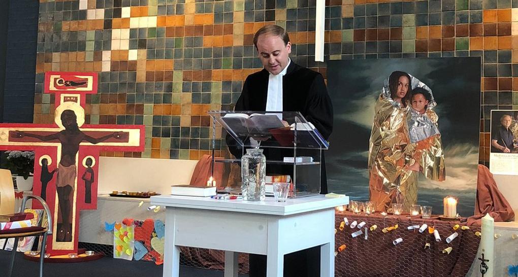 Больше месяца совершают без перерыва богослужение в храме Гааги / foma.ru