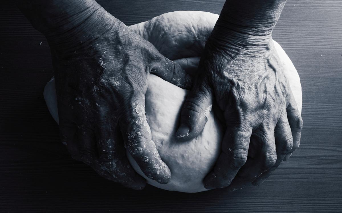 Чоловіку не сподобалось, як продавщиця взяла хліб руками, не одягнувши рукавички / фото goodfon.ru