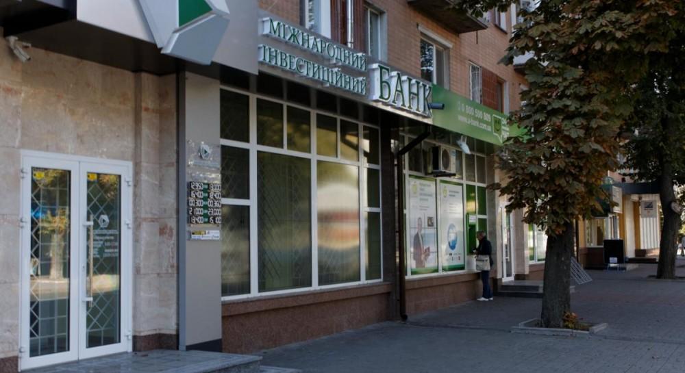 'Раствориться' миллиардам Януковича помог банк Порошенко - СМИ