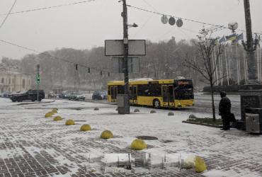 Через снігопад у Києві пасажирський транспорт курсує з відхиленням від розкладу