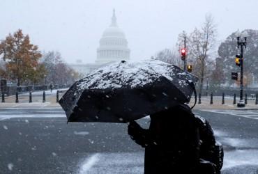 Снежный шторм в США: без электроэнергии остались 300 тысяч человек (фото, видео)