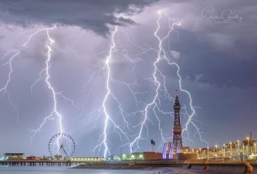Найкращим фото погоди-2018 визнали кадр блискавок над британським Блекпулом