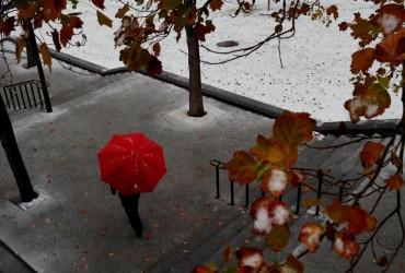Новий тиждень почнеться дощем з мокрим снігом у більшості областей (карта, відео)