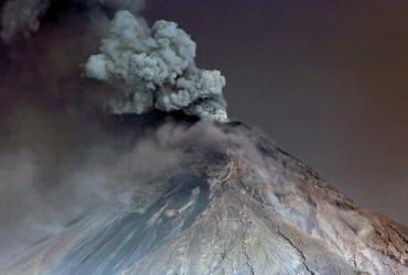Вулкан Фуего у Гватемалі викинув стовпи попелу на висоту до 7 кілометрів (фоторепортаж)