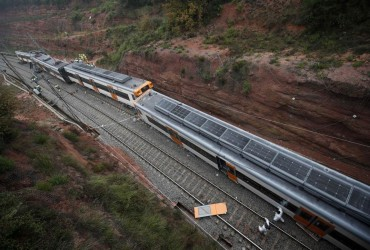 Біля Барселони через зсув потяг зійшов з рейок