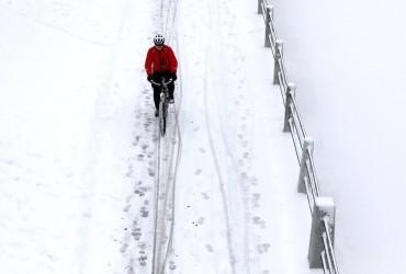 В Японії випав рекордно пізній перший сніг (відео)