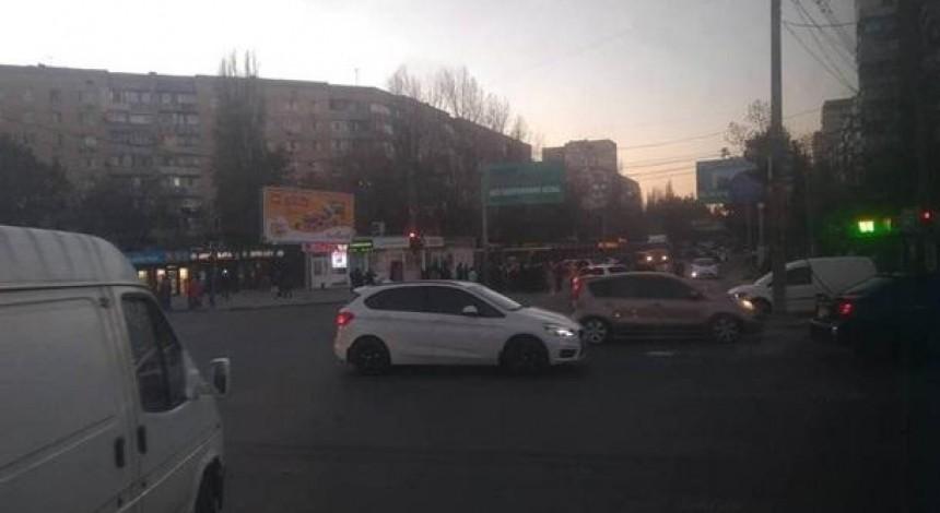 Одесити перекрили дорогу через відсутність опалення (фото, відео)