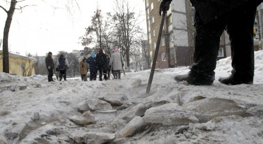 На Харьковщине мужчина из-за ревности чуть не убил монтировкой жену и ее подругу