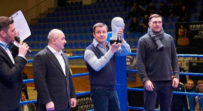 Усик отримав «Кубок легенд» Федерації боксу України