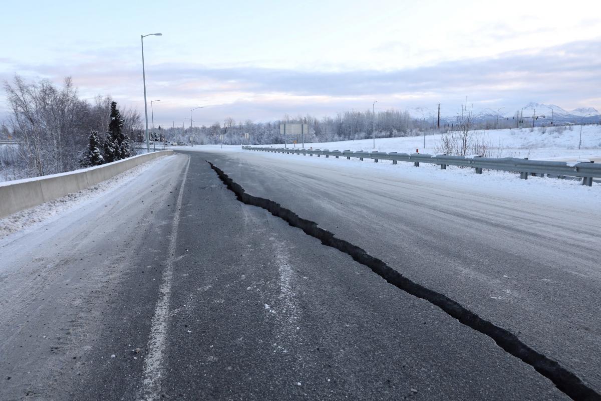 Последствия землетрясения на Аляске / REUTERS