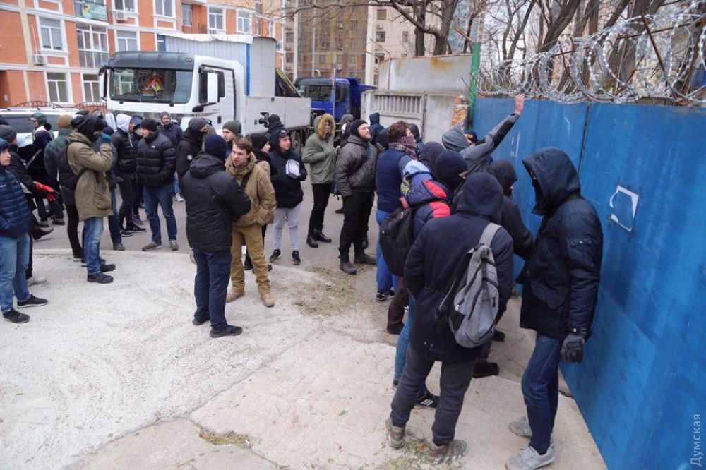 Активисты протестуют против застройки в курортной Аркадии – на Гагаринском плато / фото Думская