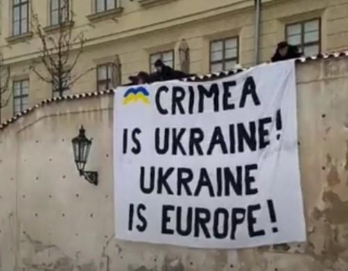 В центре Праги провели флешмоб в поддержку Украины / фото twitter.com/YPerebyinis