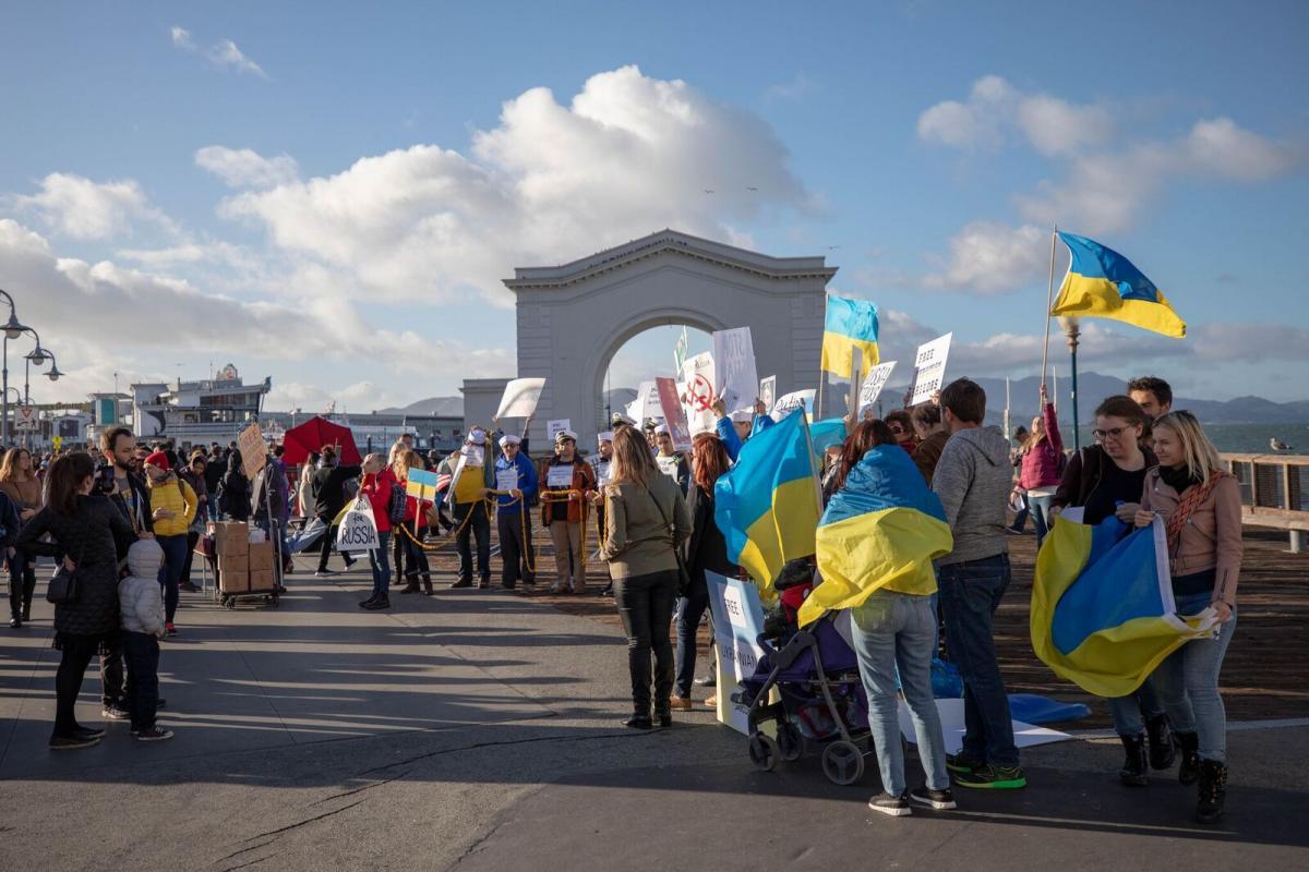 Киев может предоставить новые права украинцам, живущим за рубежом / фото УНИАН