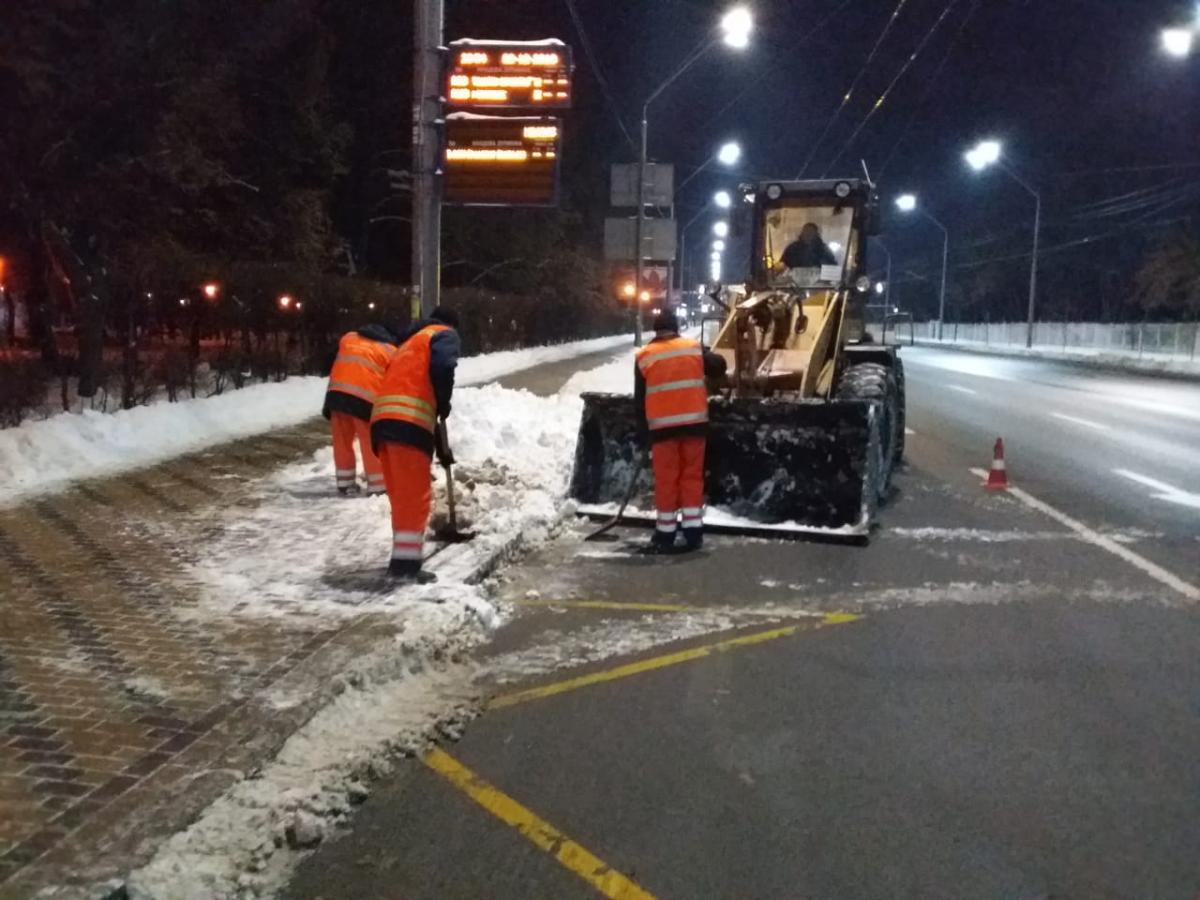 У Києві спецтехніка цілодобово прибирає вулиці від снігу / kyivcity.gov.ua
