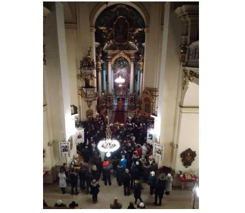 Во львовский собор святого Юра доставили Вифлеемский огонь мира / ugcc.lviv.ua