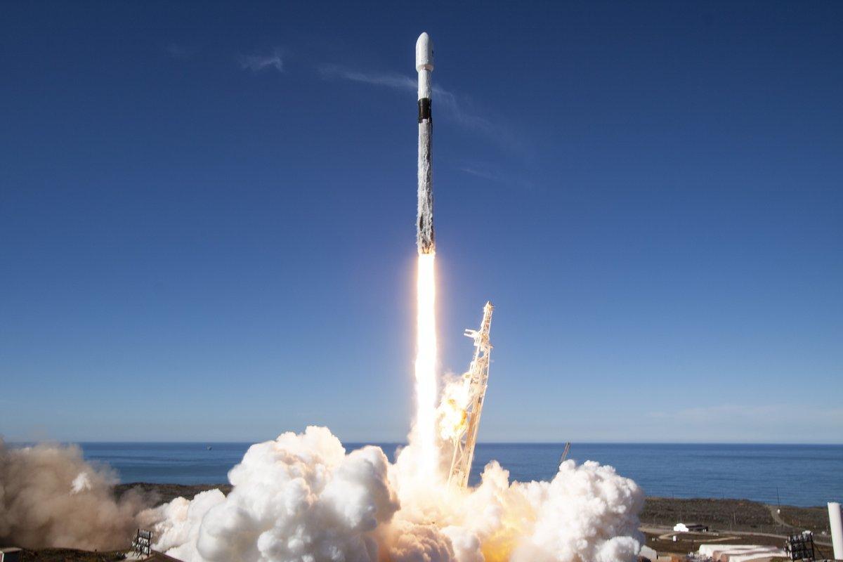Ракета-носитель стартует с 60-ю спутниками / SpaceX