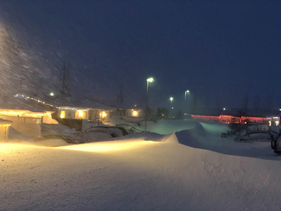 Північ Ісландії замело снігом / www.facebook.com/vikingheliskiing