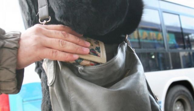 Сжимая жертву в объятиях, молодчики снимали с нее золотые украшения, вытаскивали из карманов кошельки и гаджеты / flickr.com/деловое сообщество